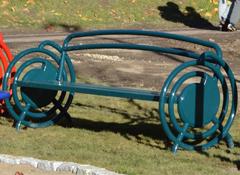 Parkbänk med ryggstöd och ergonomisk handtag RE-WIND